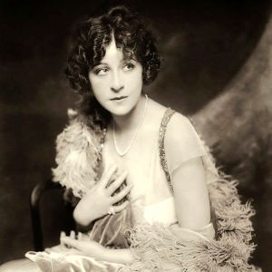 Glamor shot of fanny brice from 1910 photo courtesy wikimedia