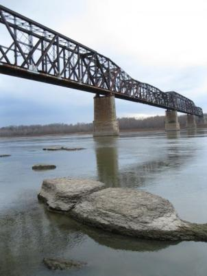 A railroad bridge spans the Mississippi River near Thebes, Illinois. As water levels continue to drop, rock outcrops near Thebes threaten the navigation channel. (Photo by Jacob McCleland, Harvest Public Media)