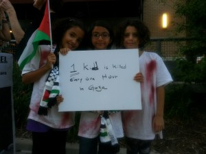 (L-R) Aya Kahyti,8; Sarah Quad,9; and Leen Quad,7, attended a vigil in remembrance of Palestinians killed in Gaza. (Photo by KVNO News)